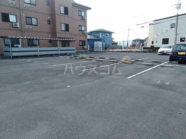 ボナール木太 302号室の駐車場
