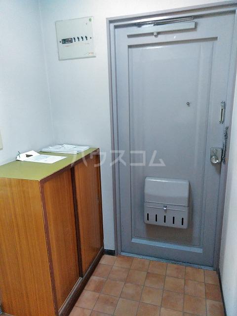 ラ・トゥール屋島百石 305号室の玄関