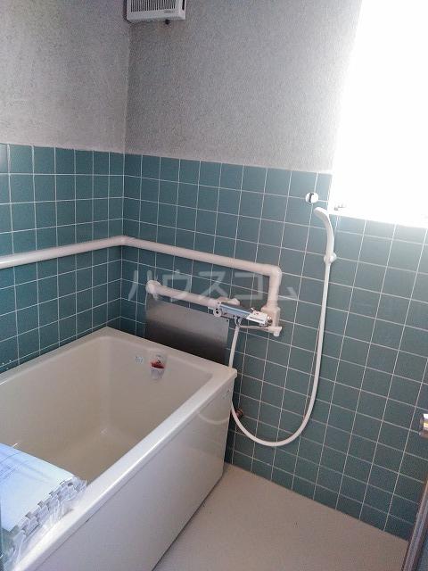 ラ・トゥール屋島百石 305号室の風呂