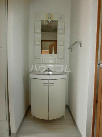 リヴェルシーデ 01号室の洗面所