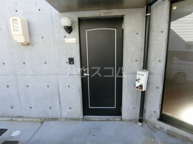 リヴェルシーデ 01号室の玄関