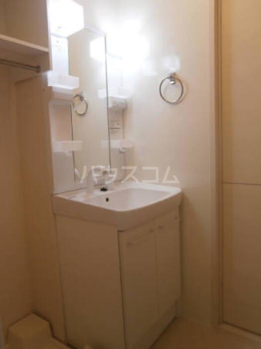 リェス ソーンツェ B 205号室の洗面所