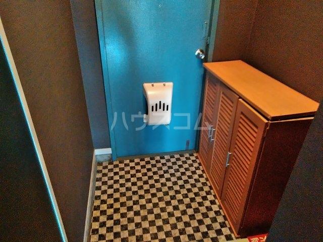 石井マンション 106号室の玄関