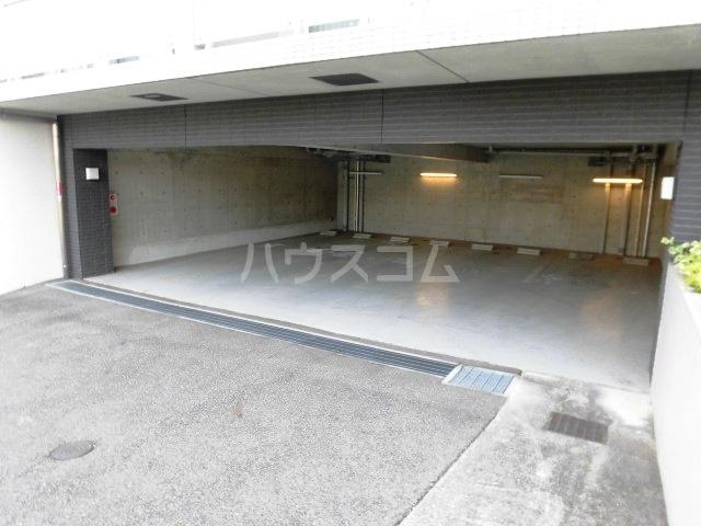 コモド覚王山 302号室の駐車場