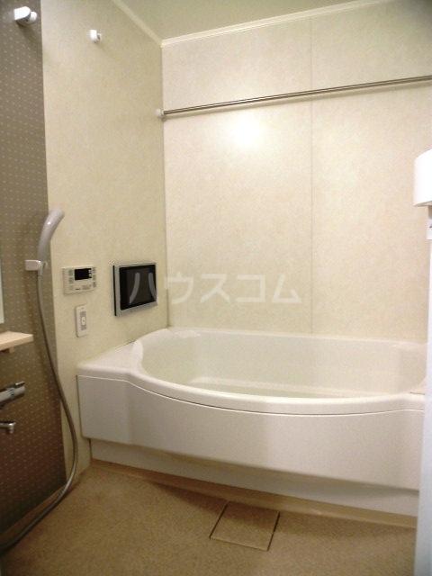 コモド覚王山 302号室の風呂