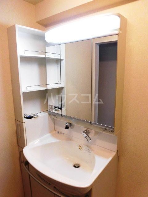 コモド覚王山 302号室の洗面所