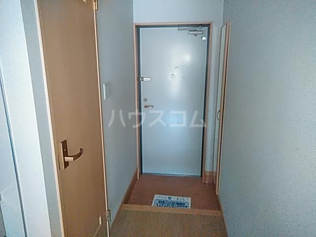 アミティー伊奈 205号室の玄関