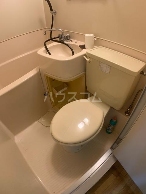 クレール中山 704号室のトイレ
