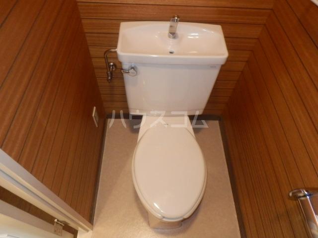 ロイヤルメドウ 407号室のトイレ