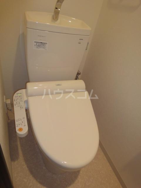 コンフォール亀有 701号室のトイレ