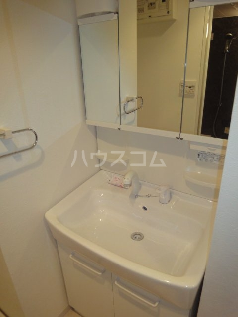 コンフォール亀有 701号室の洗面所