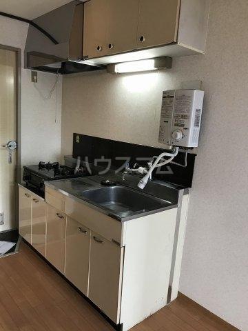 スカイハイツ高砂A棟 203号室のキッチン