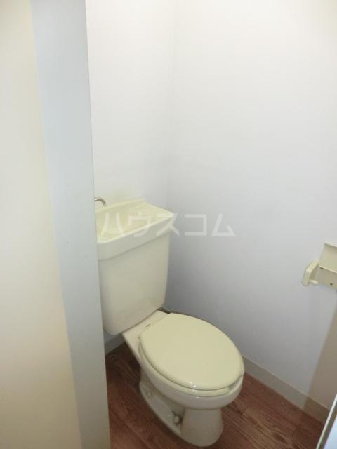 M8 202号室のトイレ