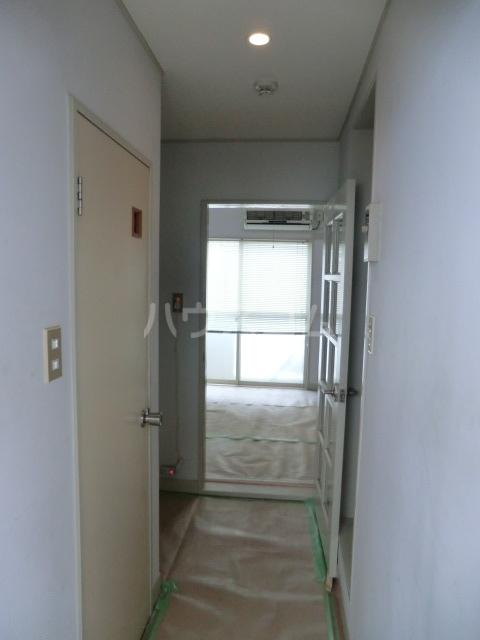 M8 202号室の玄関