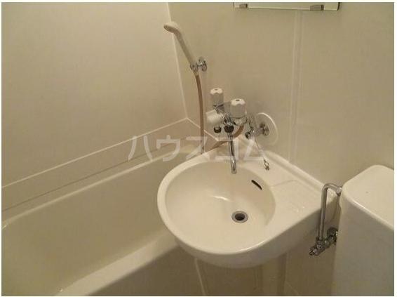 シェ・モワ烏山 206号室の洗面所