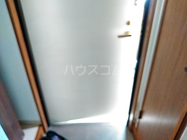 サラミーア 3-D号室の玄関