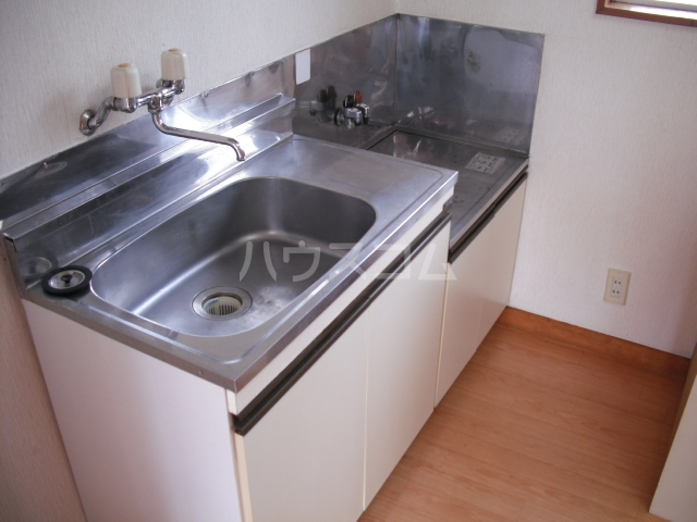 ユーモレスク市川NO1 102号室のキッチン