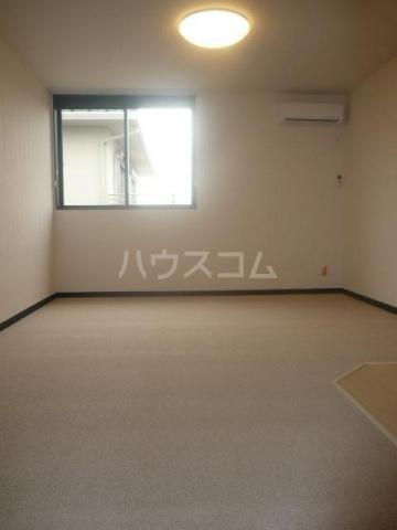 レスト伊奈 103号室のリビング