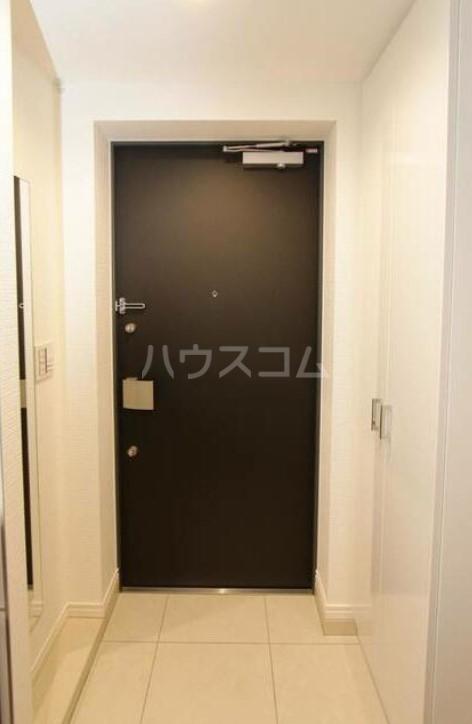 スカイコート成城学園前 102号室の玄関