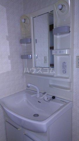 ソレイユ市川 503号室の洗面所
