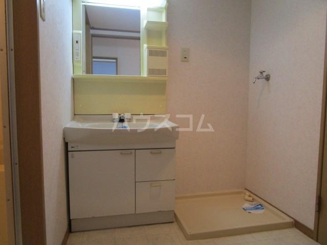 パインクレスト1 405号室の洗面所
