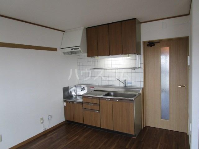 パインクレスト1 405号室のキッチン
