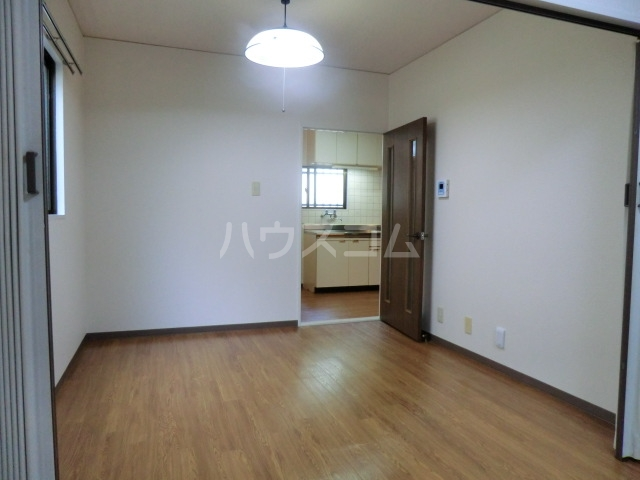 ネオ明治館 206号室の居室