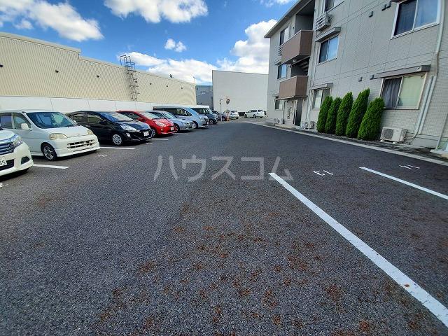 アリュール林 303号室の駐車場