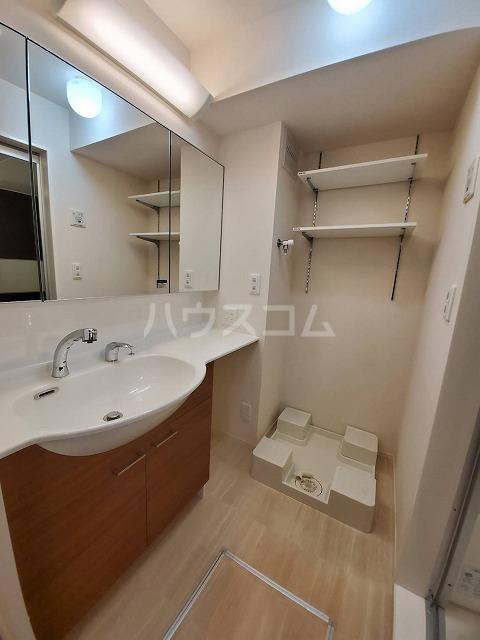 アリュール林 303号室の洗面所