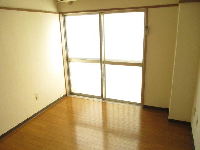 山内ビル 405号室のリビング