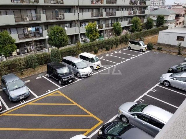 アベニール佐倉 305号室の駐車場