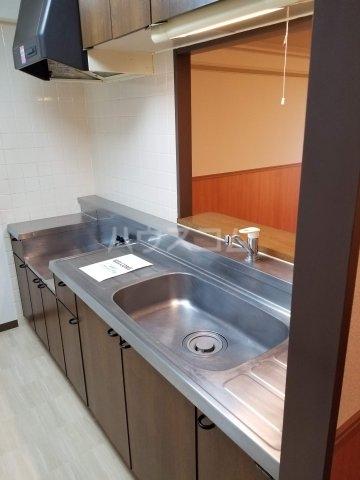 アベニール佐倉 305号室のキッチン