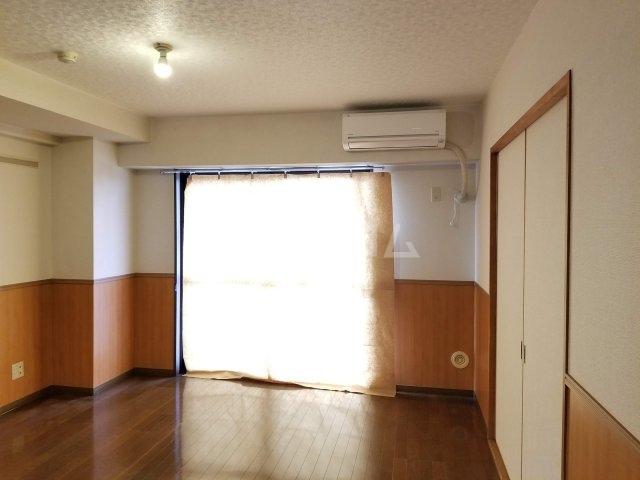 アベニール佐倉 305号室のリビング