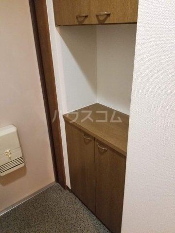 アベニール佐倉 305号室の玄関