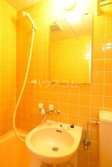 萬ビル 301号室の洗面所