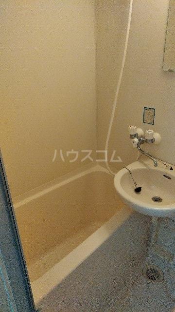 ヴィラ・クレール 201号室の風呂