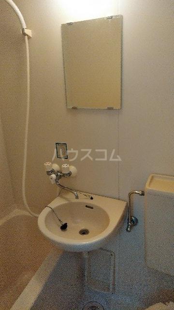 ヴィラ・クレール 201号室の洗面所