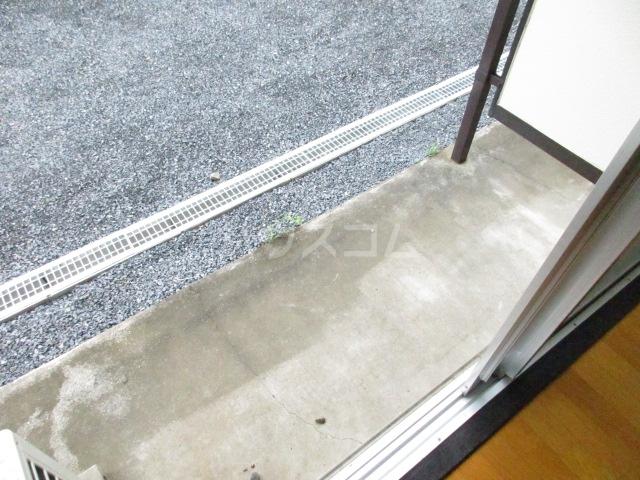 ジョリエ新検見川 107号室のバルコニー