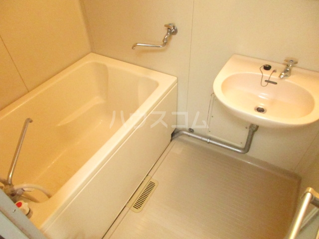 ジョリエ新検見川 107号室の風呂