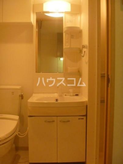 ドゥーエ西池袋 105号室の洗面所