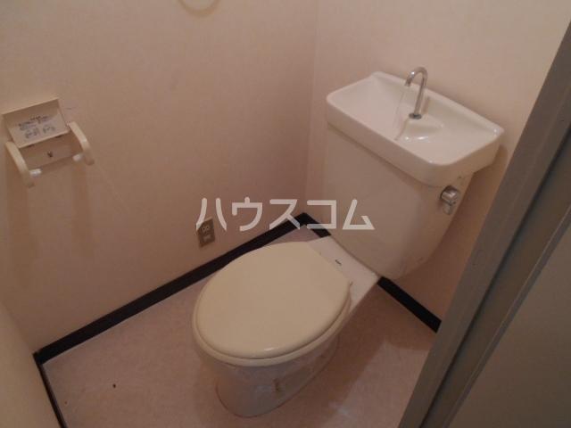 Surplus One YOSHIDA 201号室のトイレ