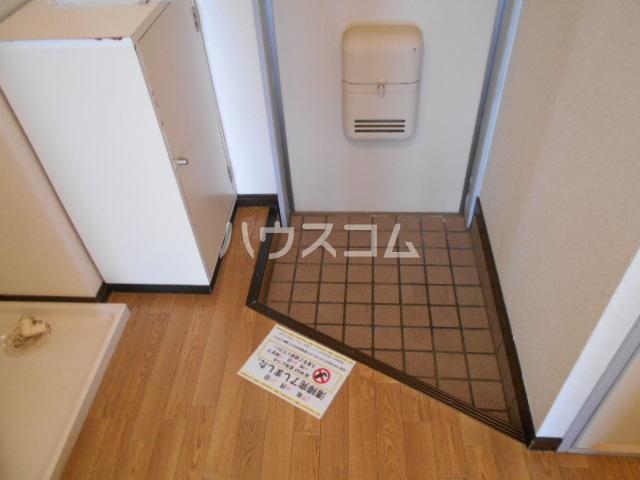 Surplus One YOSHIDA 201号室の玄関