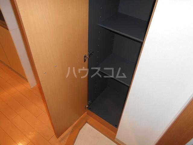 プラウランド小牧 1002号室の玄関