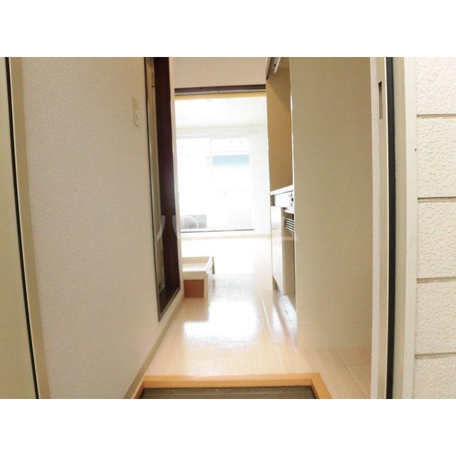 グランドパレスサネカタ B203号室の玄関