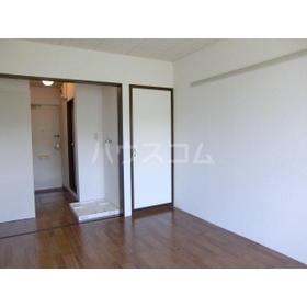 グランドパレスサネカタ B203号室の居室