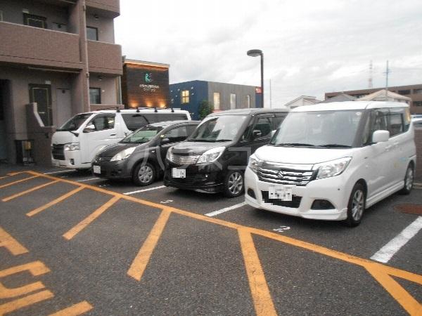 ステージM 203号室の駐車場