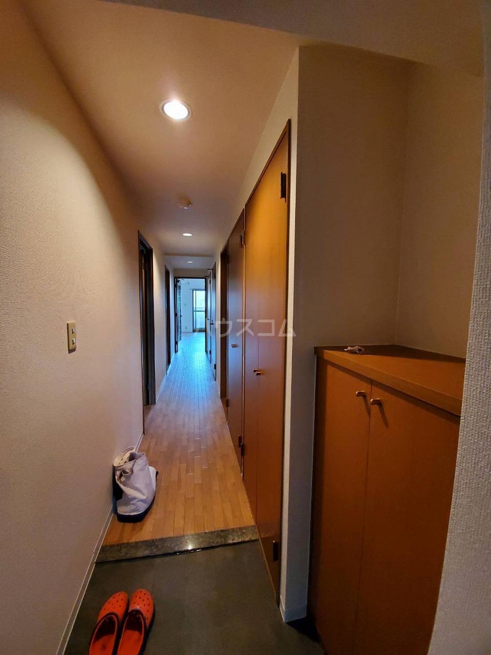 クレストサンライズ 101号室の玄関