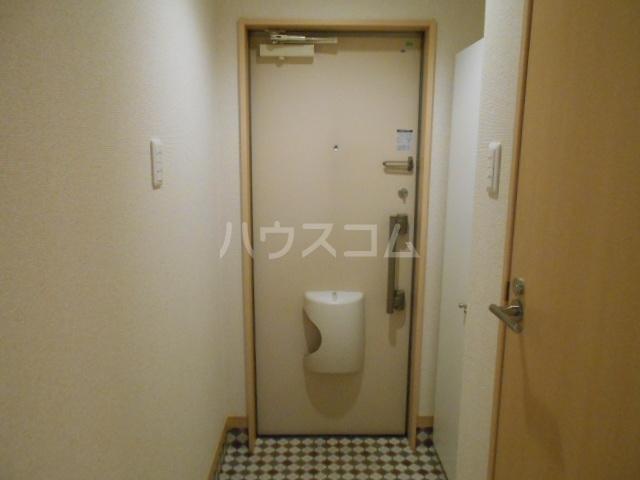 フォレストリバー 203号室の玄関