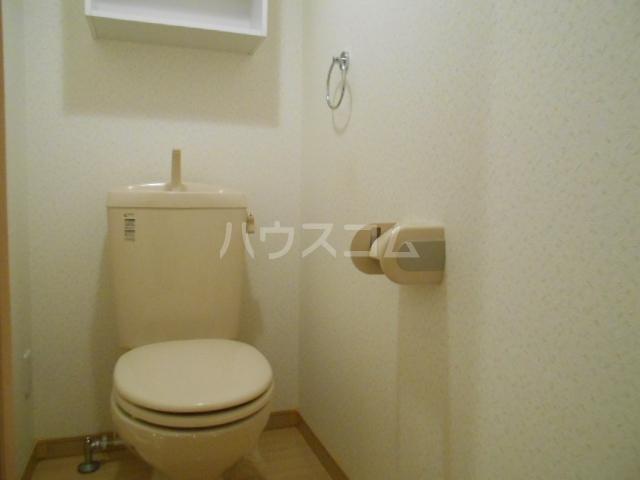 フォレストリバー 203号室のトイレ