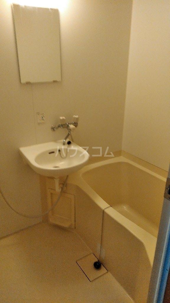 グレーコートむさしの 201号室の風呂